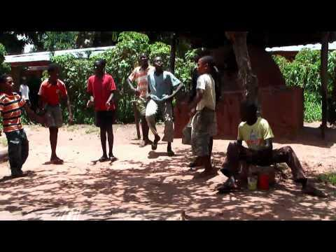 FARRANGOLA - kuduro - crianças do Kwenha.